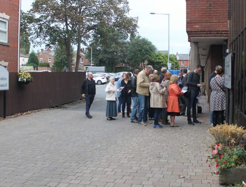 Queuing for cabinet meeting